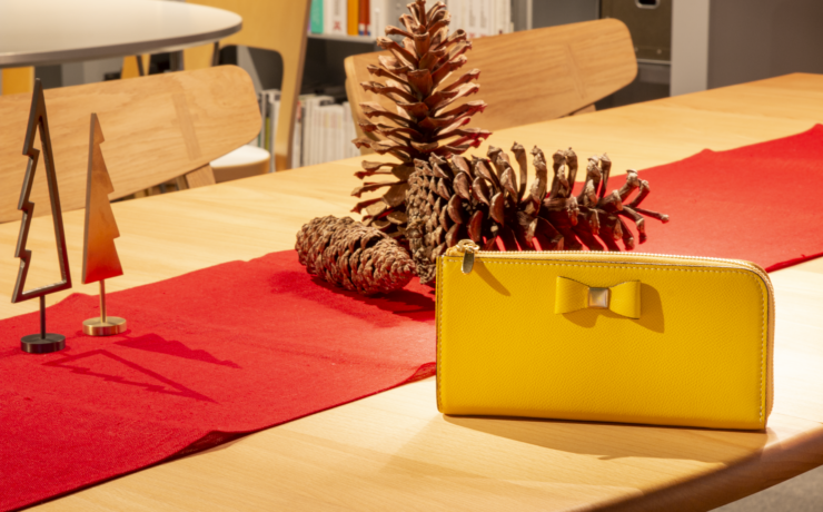 Yellow wallet in the Christmas mood room